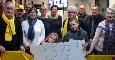 Remise chèque téléthon : bénéfices récoltés par la municipalité, le foyer rural et le Totem